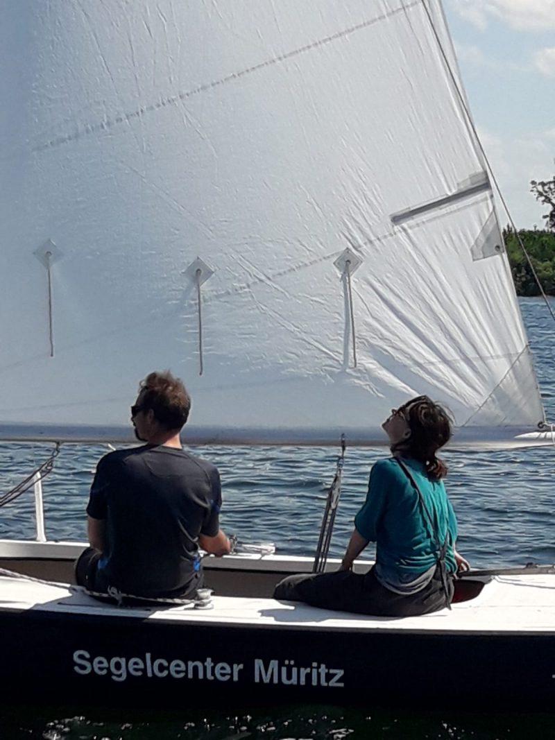 Natur und frische Luft beim Segeln genießen